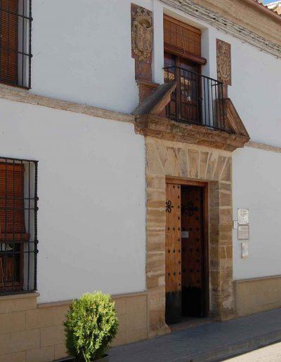 Casa de las Cadenas. Siendo propiedad esta Casa-Palacio de la familia Molleja-Salcedo pernoctó, el año 1731, el infante Carlos