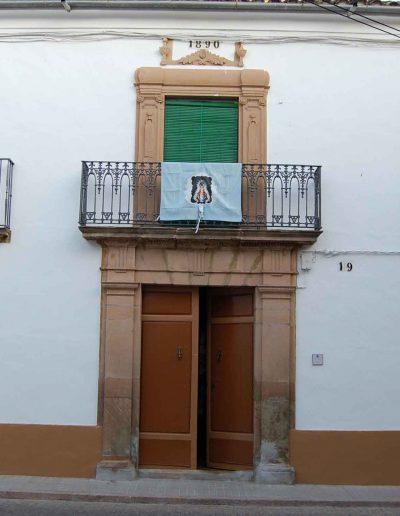 Casa de la familia Relaño. Se encuentra cerca de la Cruz de los Mocitos, en la calle Eduardo Lope. Fue construida en 1890