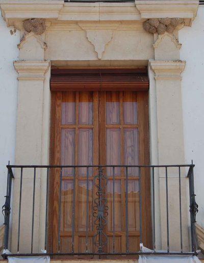 Casa Juan Claudio Muñoz Cobo. Del s. XVIII. Reconstruida en el s. XX. Los escudos son de estilo Rococó. Es de estilo barroco