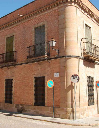Casa de la familia López - Gaya. En calle Alta. Es de finales del s. XIX, de historicismo ecléctico. Obra de Castiñeyra y Boloix