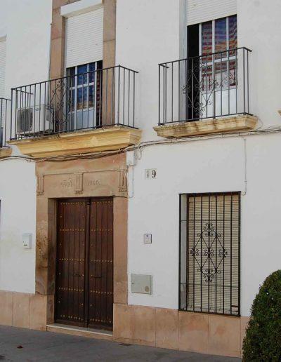Casa de la familia Borrego, situada en la calle Juan de la Cruz Criado, en el nº 19. Es del siglo XIX, exactamente del año 1840, y es de arquitectura popular.