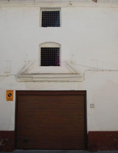 TERCIA DECIMAL DE GRANO Y ACEITE Ubicada en la calle Guadalquivir, 13. Presenta gran interés debido a la conservación de dos lápidas con inscripciones.
