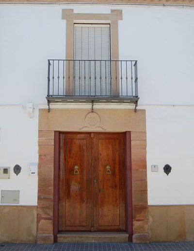 Casa de la familia Castro Torralba. Se encuentra en la calle Nueva. Es de arquitectura popular. De finales del s. XIX