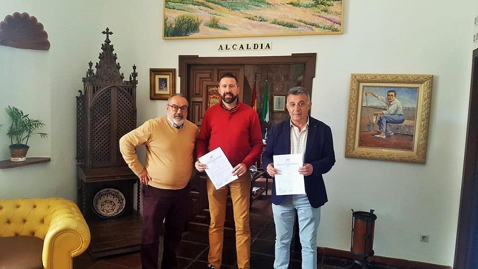Firmado el convenio con el Villa del Río C.F para la financiación de la gestión de los equipos de fútbol base
