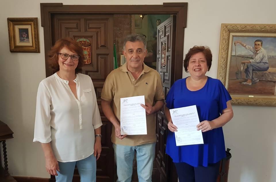Firmado el convenio con la Asociación de Discapacitados «El Granaillo»