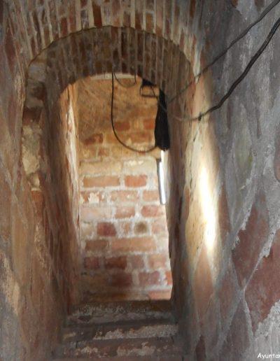 Escalera interior. Se construyó en la época de la Reconquista sobre una torre árabe del s. XI