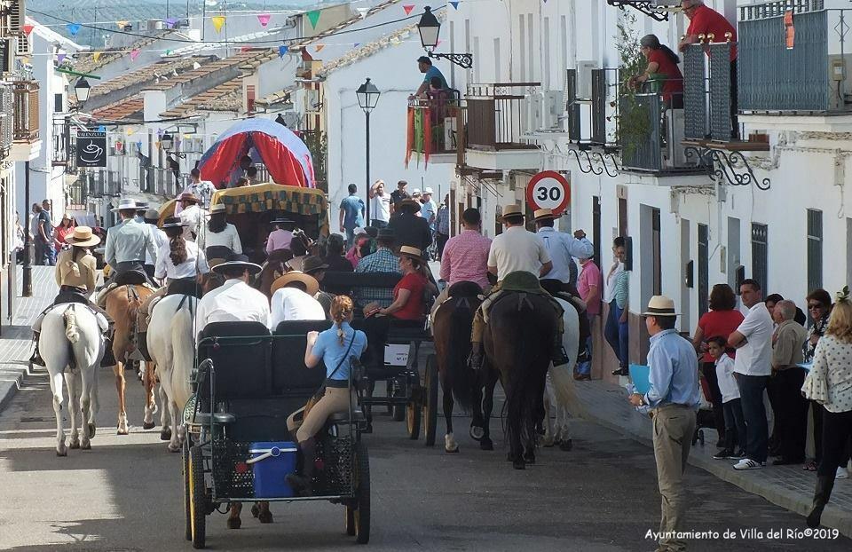 El 15 de mayo se procesiona la imagen de San Isidro Labrador acompañada de carrozas y carretas por las calles de la localidad. El recorrido comienza en la Ermita de Ntra Sra Virgen de la Estrella y finaliza en el merendero de San Isidro Labrador, junto a
