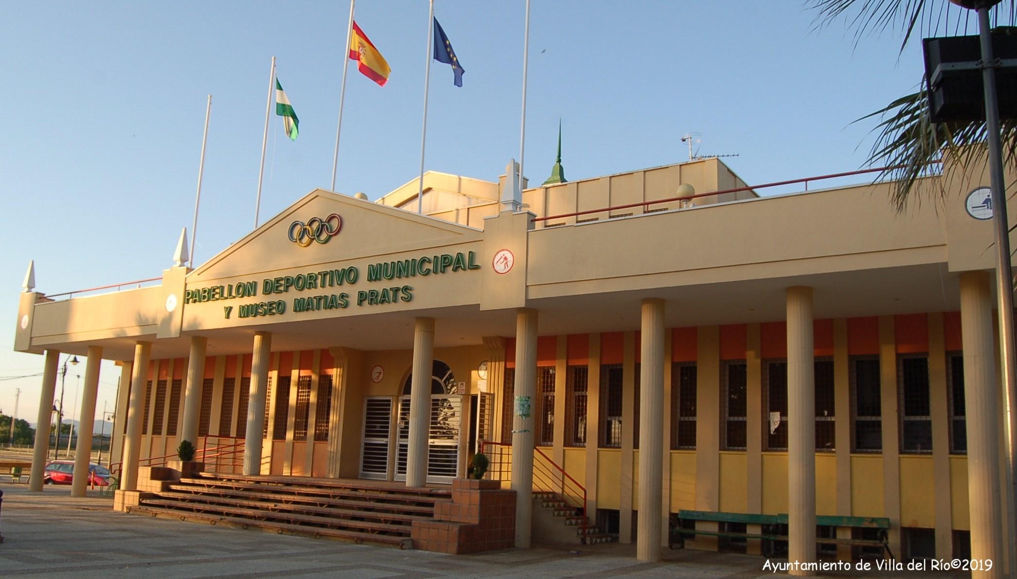 Pabellón Polideportivo Matías Prats. Inaugurado en1995. Dotado de pistas oficiales de voleibol, tenis, fútbol sala, balonmano, baloncesto y capacitado para la práctica de escuelas deportivas y distintos deportes alternativos