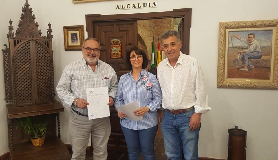Firma del convenio con el Club Natación de Villa del Río 1