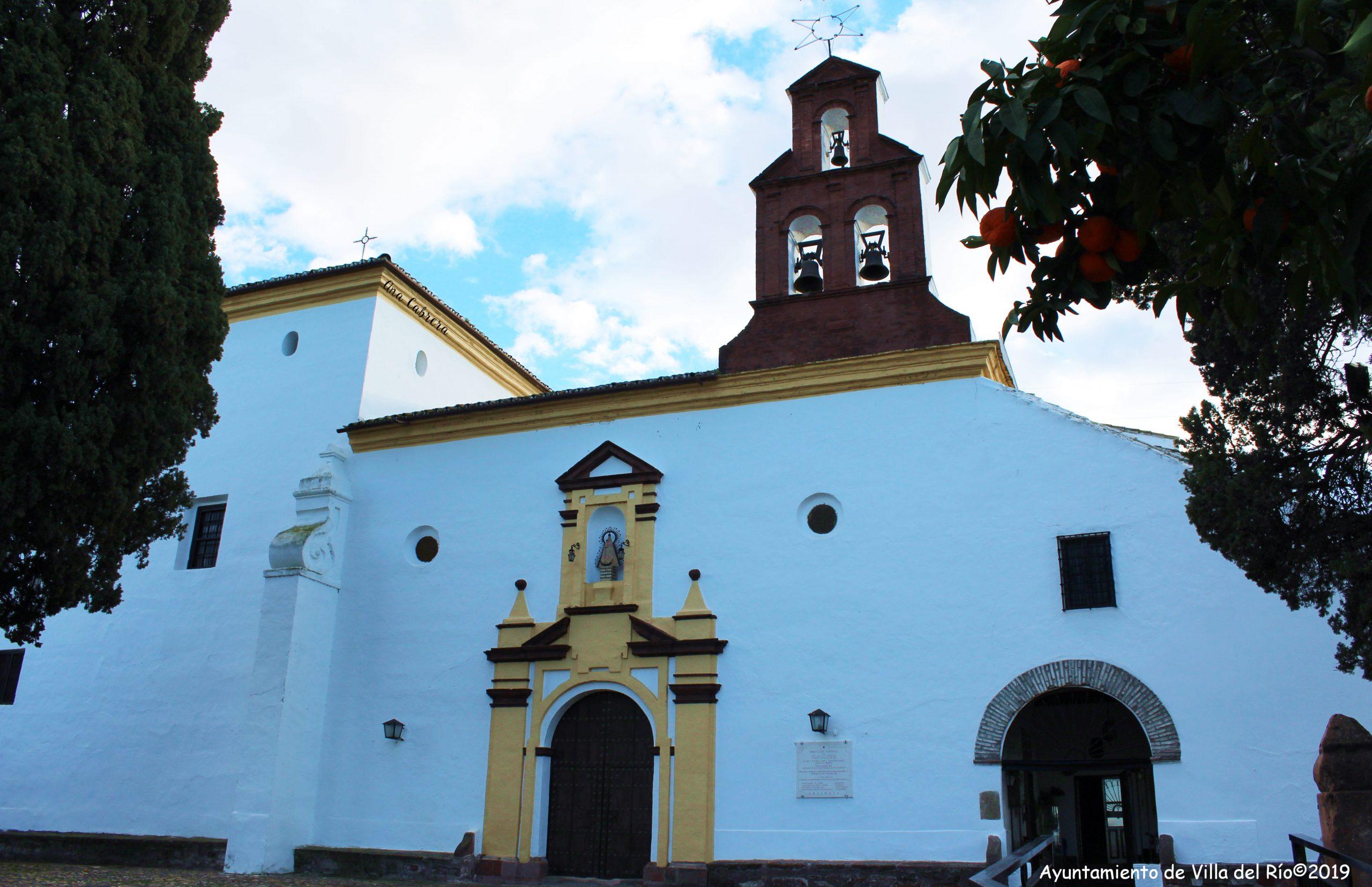 El templo presenta una arquitectura sencilla, de una sola nave, con portada dieciochesca de decoración geométrica y espadaña