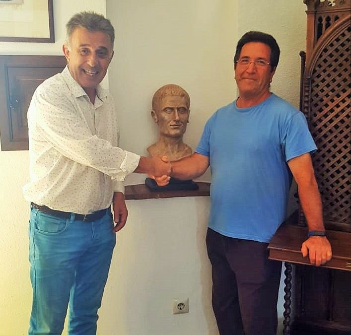 Rafael Polo Melendo dona la escultura 'Fidias' al Ayuntamiento 1