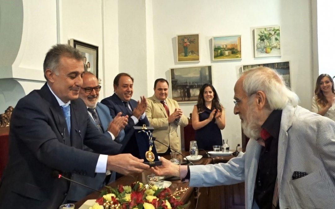 El Ayuntamiento de Villa del Río distingue al 'Polímata' Ginés Liébana con la Medalla de Oro de la Villa 1
