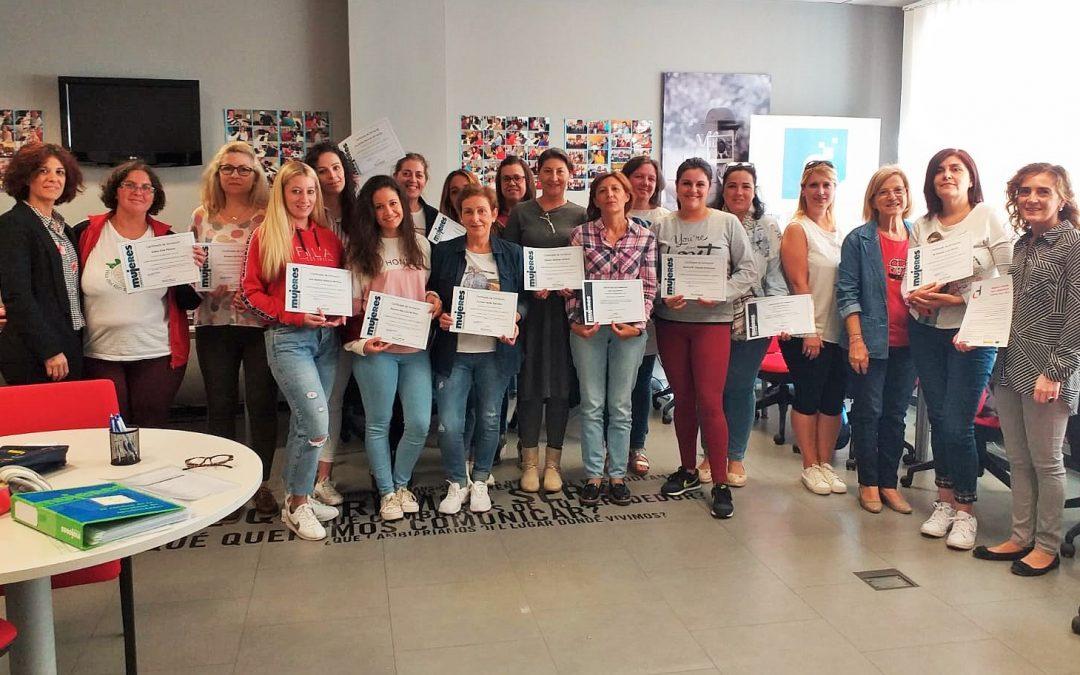 Entregados los certificados del programa de formación 'Proyecto Dana' para el empoderamiento de mujeres para el empleo 1