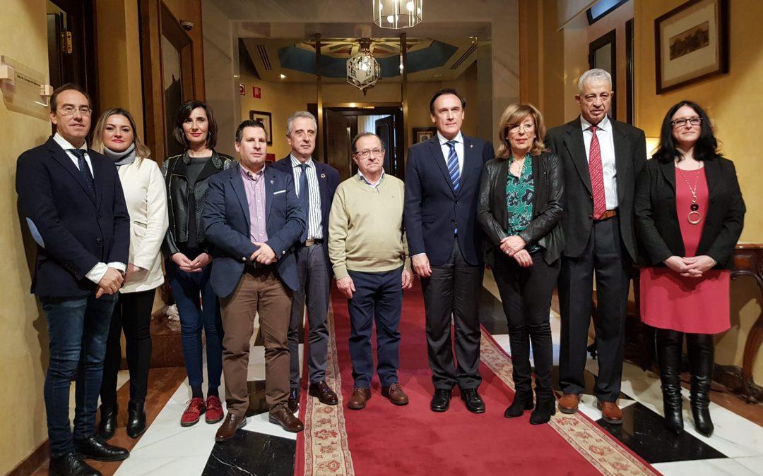 El Ayuntamiento firma el convenio con la UCO para continuar desarrollando la Cátedra Intergeneracional 1