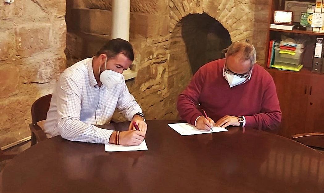 El Ayuntamiento firma un convenio con el Villa del Río CF 1
