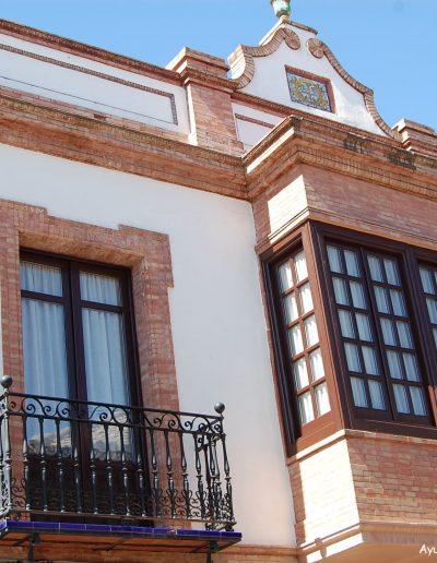 Situada en la calle Alta. Hoy día son las oficinas del Banco Santander. Es del s. XX, de historicismo ecléctico o andaluz