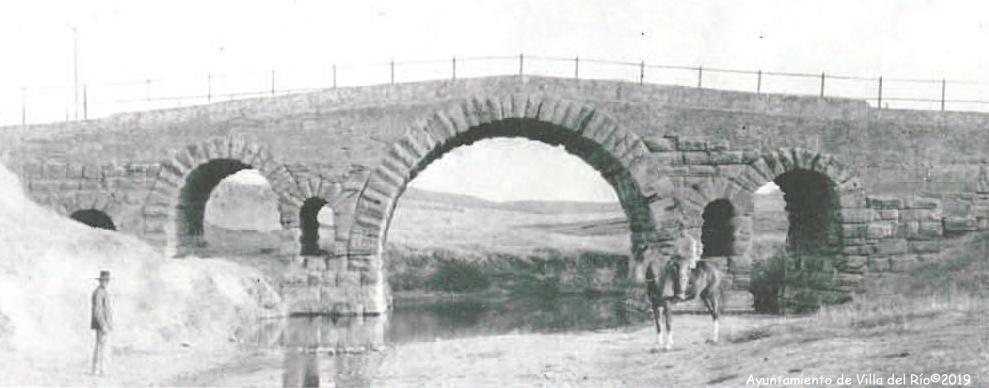 Vista desde aguas abajo, antes de construir el nuevo puente