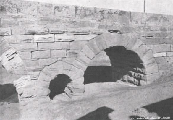 El puente se construyó con verdadero lujo para servicio de la vía Hercúlea, pues se trata de un arroyo vadeable salvo pocos días