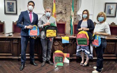 CAIXABANK CONCEDE MATERIAL ESCOLAR PARA LOS ESCOLARES DE FAMILIAS NECESITADAS DE VILLA DEL RÍO
